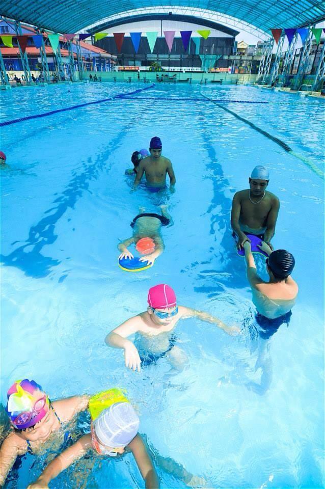 Giờ dạy bơi